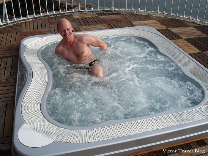 Jacuzzi in the park of Camin Hotel Colmegna, Lake Maggiore, Italy.