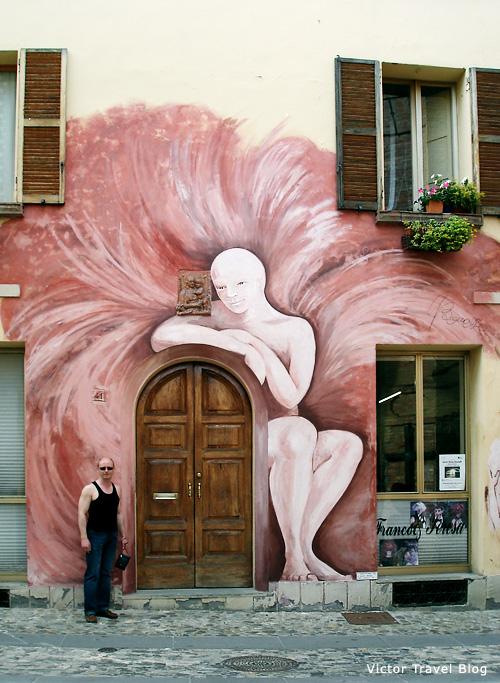 Дозза: вино и картины на стенах домов