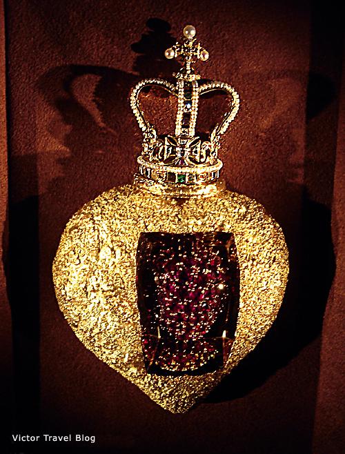 Salvador Dali Jewelry | Victor Travel Blog