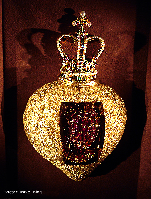 The Royal Heart. Salvador Dali jewelry. Figueres, Spain.