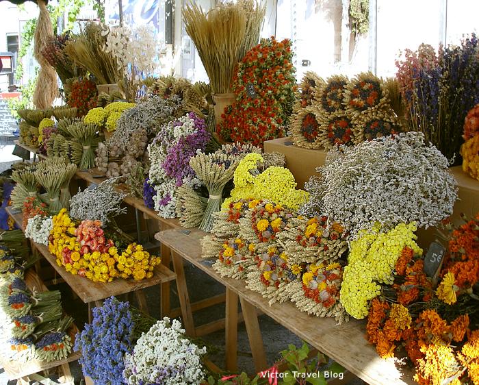Lavender. The farmer market in Gordes. Provence, France.