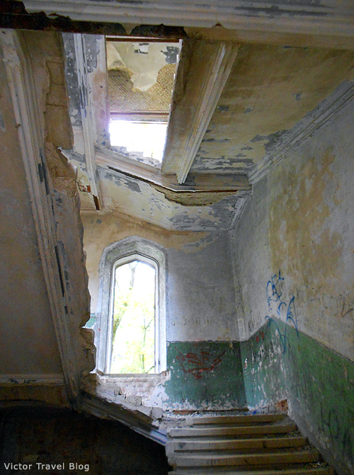 The Russian castle Muromtsevo. Staircase.