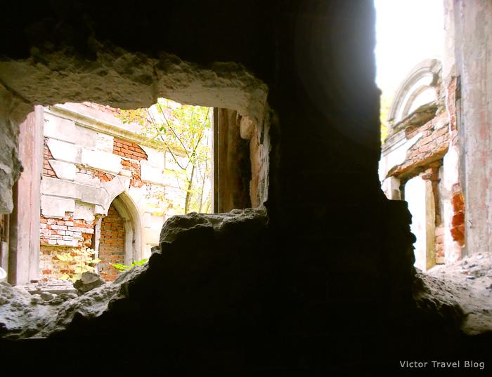 Ruins of the Russian castle Muromtsevo.