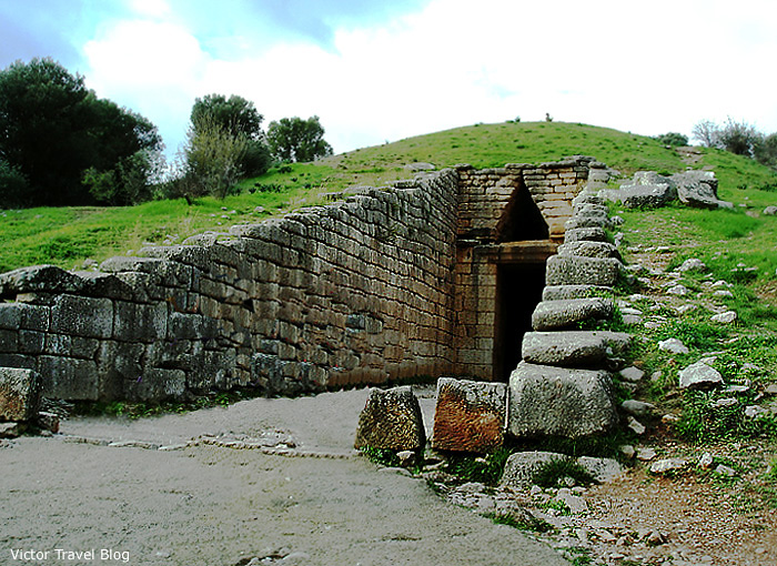 Entrance to the tomb of Atreus. Mycenae, Greece.