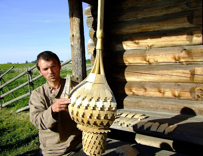Sock are the small plates of a stepped form, handmade of the aspen chops.