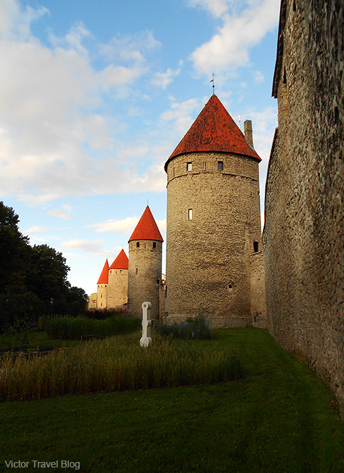 The old town of Tallinn is surrounded by stone walls.
