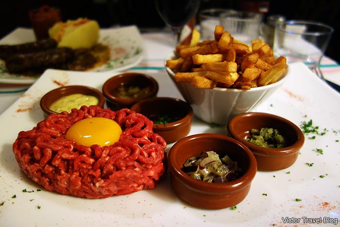 Beef tartare in the restaurant Beaurepaire. Paris, France.