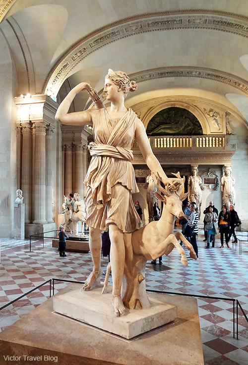Diane de Versailles. Louvre. Paris, France.