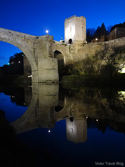 Alcantara Bridge or Puente de Alcantara at night. Toledo, Spain.