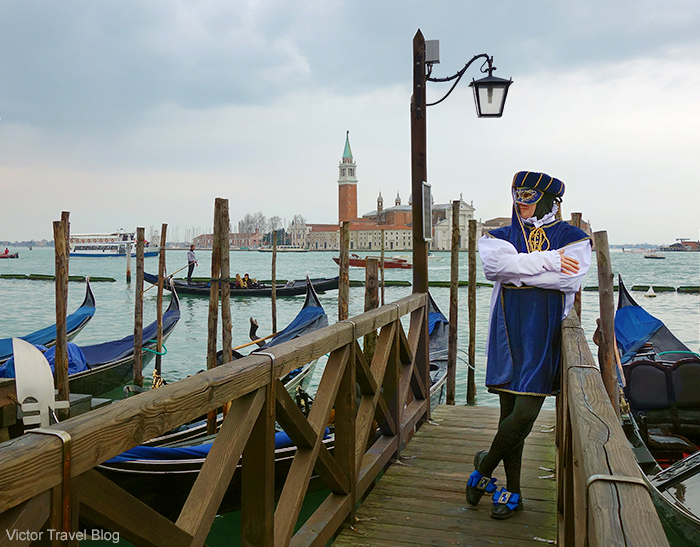 man-venetian-mask-venice-carnival-2014-italy-22-333333