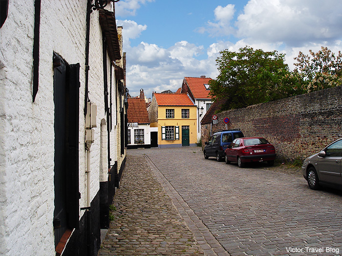 Accommodation for rent in Bruges, Belgium. Zoes Cottage.