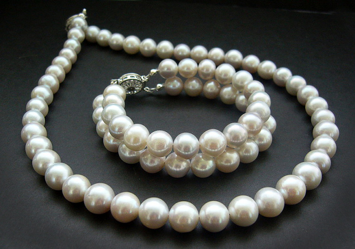 A saltwater pearls necklace. Hainan Island, China.