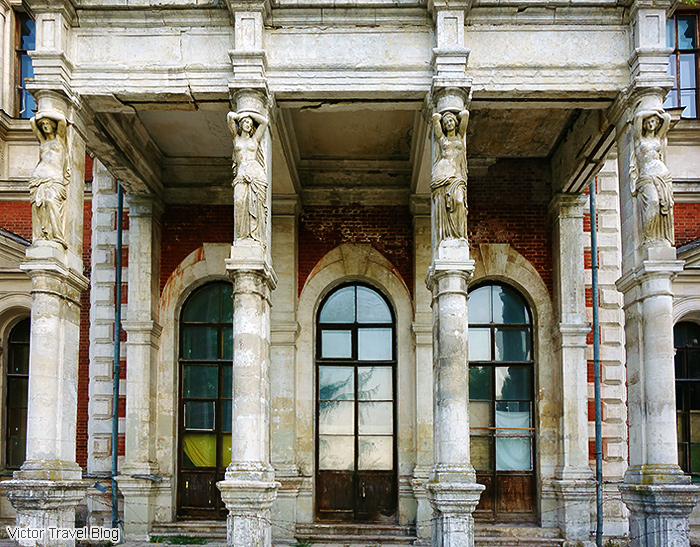 The abandoned home of Mikhail Izmailov. Bykovo, Russia. Architect Vasily Bazhenov.