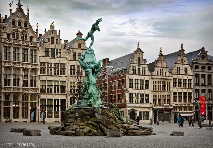 Brabo Fontein. Grote Markt, Antwerp, Belgium.