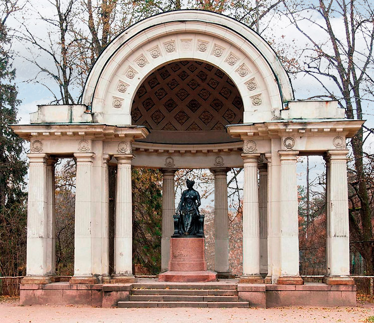 The Rossi Pavilion - Monument to Empress Maria Feodorovna.