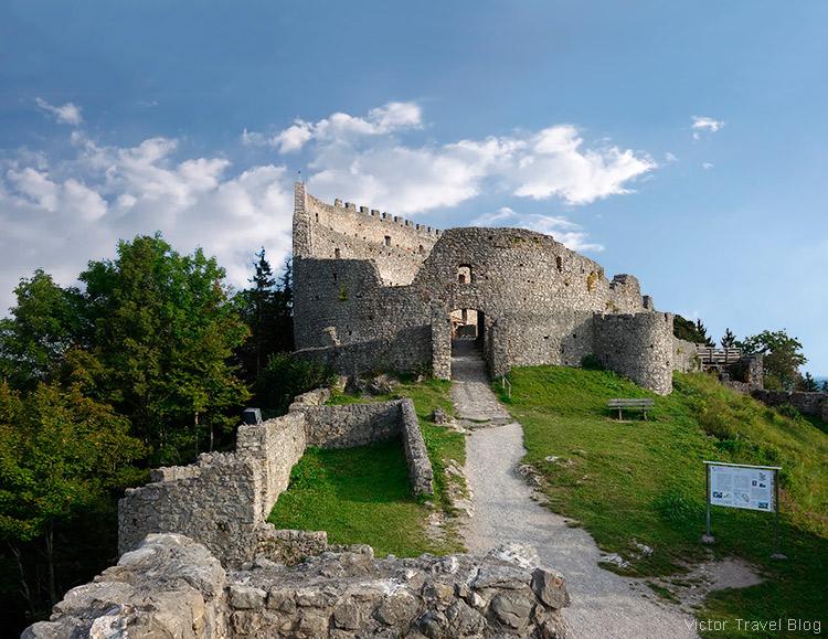 Ruins of the castle of Eisenberg.