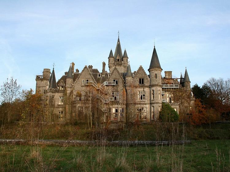 The backyard of Miranda Castle, Belgium.