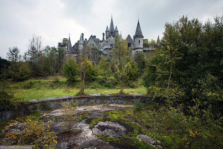 The backyard of Miranda Castle, Belgium.