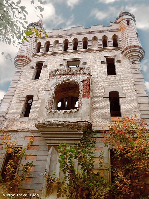 The Russian castle of Muromtsevo.